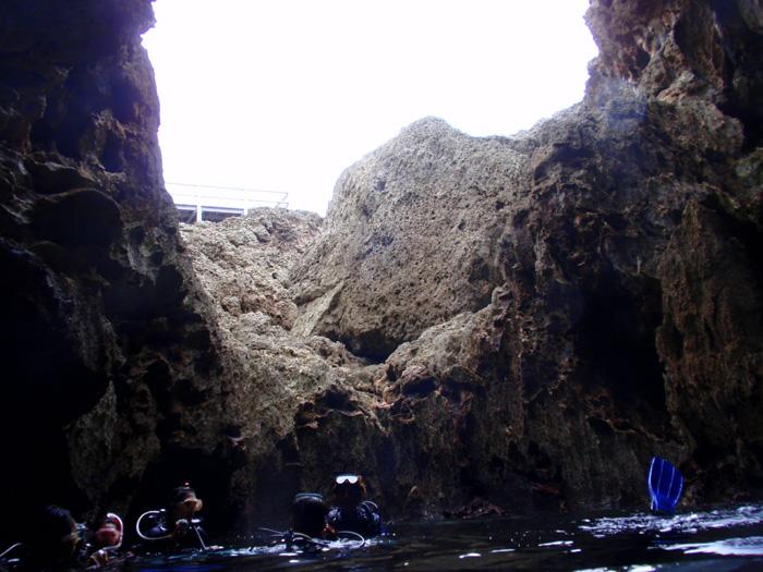 宮古島のグロット(通り池)