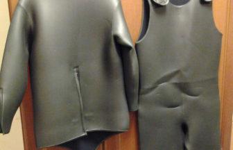 スキンスーツの厚さ6.5mm。通称「ロクハン」